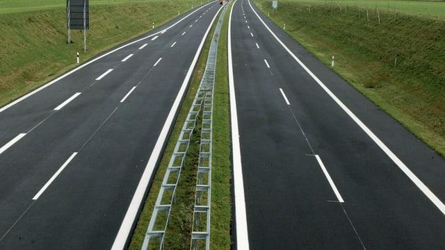 Neue Autobahn ohne Verkehr.