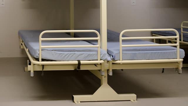 Leere Betten in den Asylzentren.