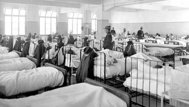 Grosser Krankensaal in der Etappensanitätsanstalt Zofingen