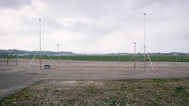 Profile auf dem Flughafengelände in Dübendorf