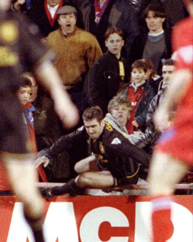 Cantonas Kung-Fu-Kick gegen einen Fan.