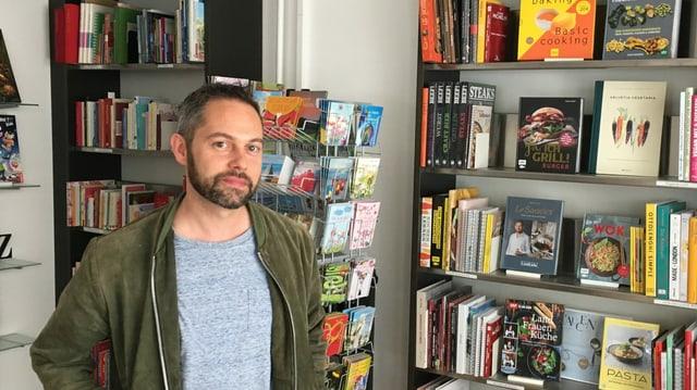 Alban Dillier in seiner Buchhandlung Dillier in Sarnen