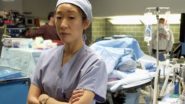 Cristina Yang im Operationssaal.