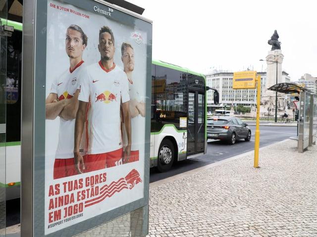 Rund 1400 solcher Plakate hat RB in Lissabon anbringen lassen.