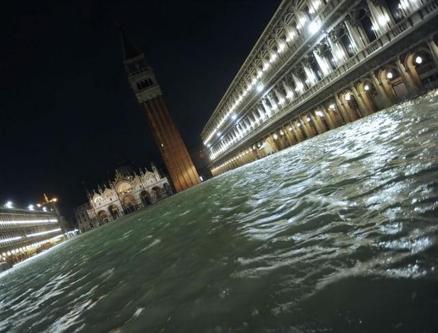 Venedig von Rekord-Hochwasser heimgesucht