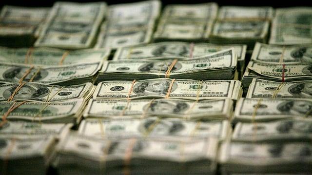 Bündel von Dollarnoten.
