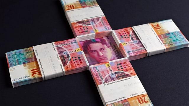 notas da francs svizzers arranschads en furma d'ina crusch