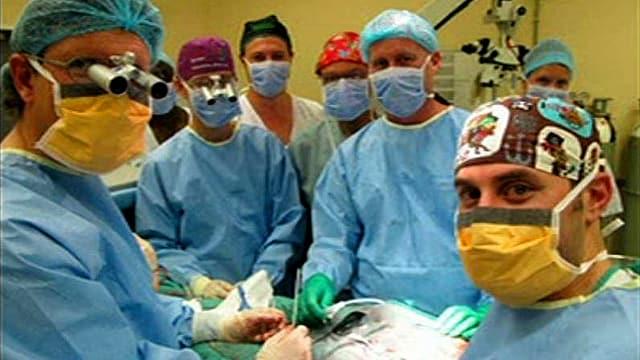 Gruppenbild der Chirurgen im Operationssaal des Tygerberg-Spitals in Kapstadt.