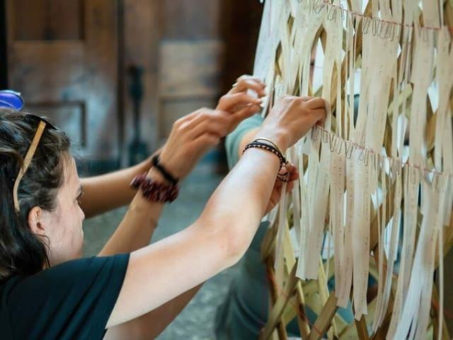 L'acziun «Beim Namen nennen» l'onn 2020 en la Heiliggeistkirche a Berna.