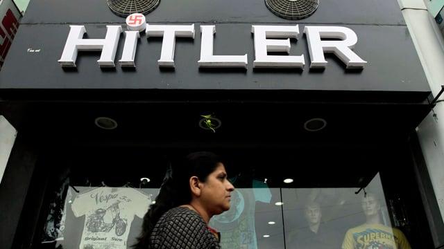 Kleiderladen in Ahmedabad mit «Hitler»-Schriftzug.