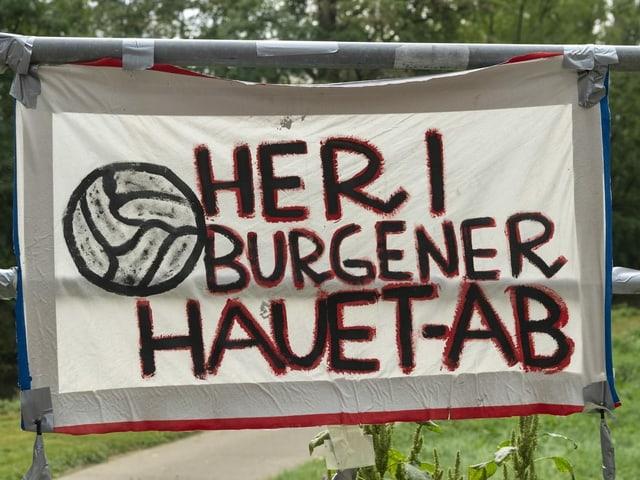 """Fan-Transparent """"Heri Burgener Hauet Ab"""" am Mittwoch auf dem Trainingsgelände des FCB."""