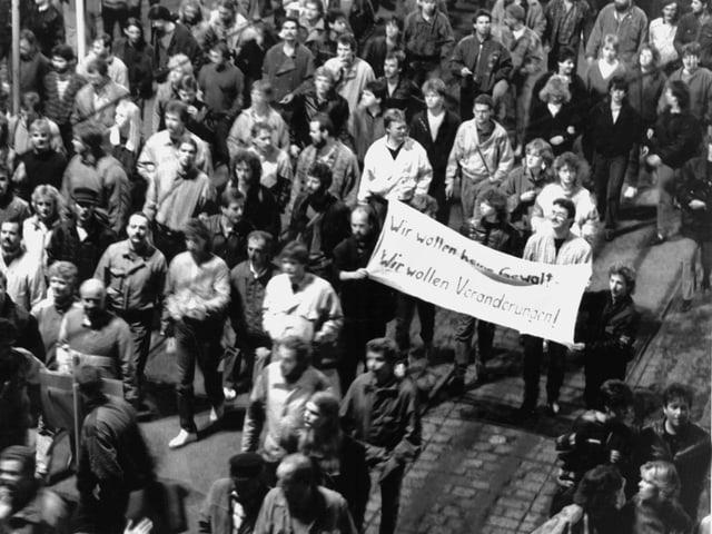 Banner mit dem Schriftzug Keine Gewalt.