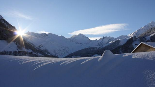 Tief verschneite Landschaft in Elm/GL: