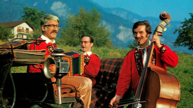 in trio da musica populara.