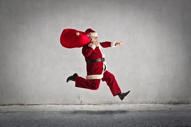 Weihnachtsmann rennt