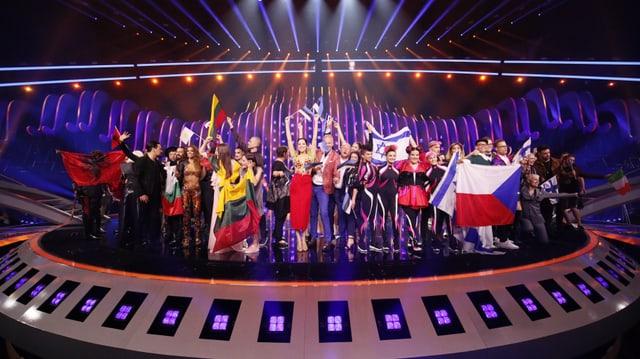 Alle Finalisten des 1. Halbfinals auf der Bühne.