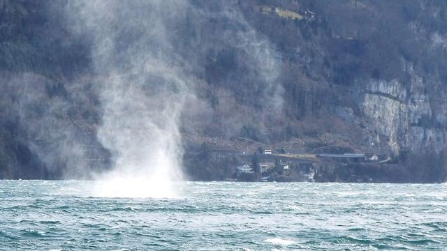 Wirbelwind über Wasser