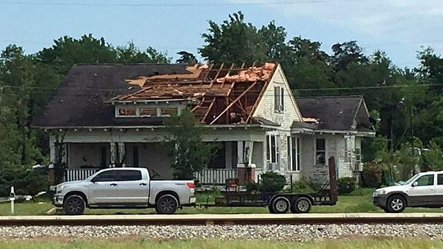 In der Ortschaft Franklin deckte der Sturm Häuser ab.