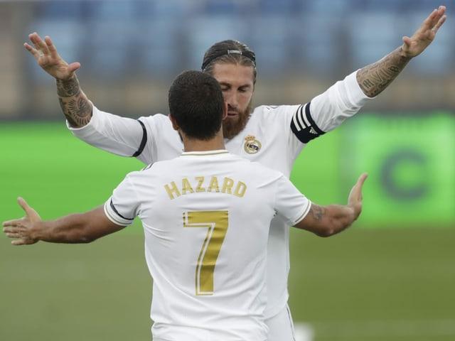 Verteidiger und Captain Sergio Ramos mit Eden Hazard.