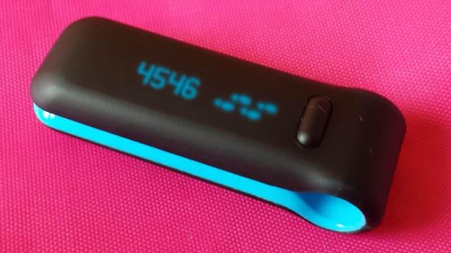 Fitbit, eine Art Wäscheklammer mit Bewegungssensor.