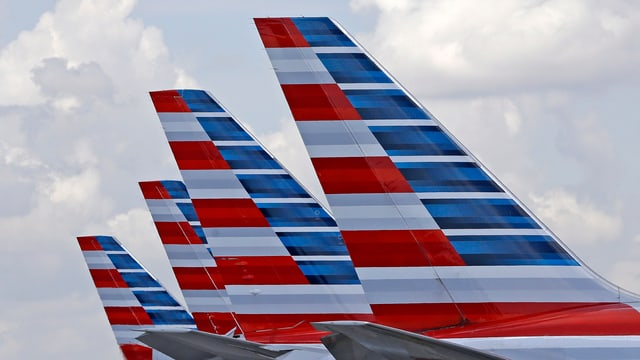Quater alas d'aviun dalla american airline.