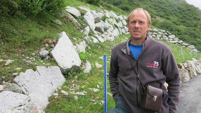 Schafhalter Josef Baumann aus dem Meiental fürchtet um das Leben seiner Schafe.