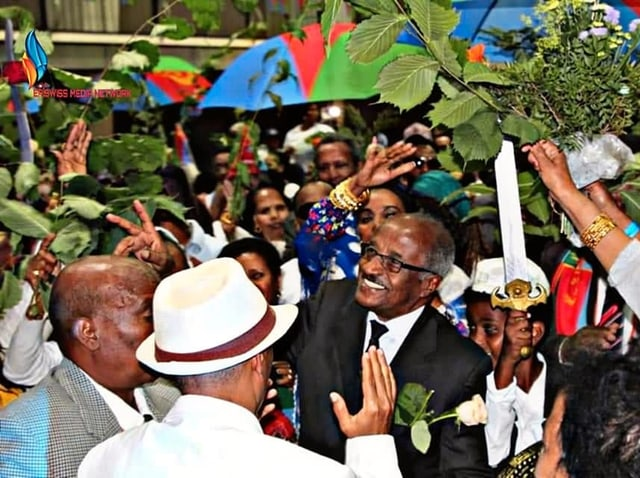 People celebrate the Foreign Minister.