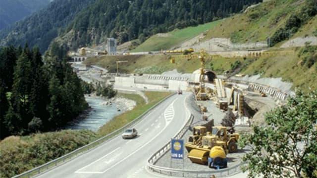 Las emprimas lavurs vid il tunnel dal Vereina.