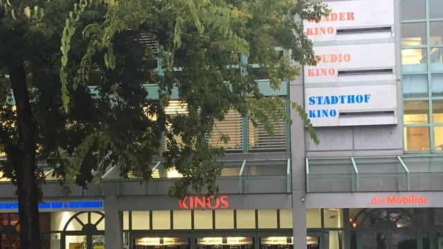 Amez la citad: Il center da Kinos a Cuira.