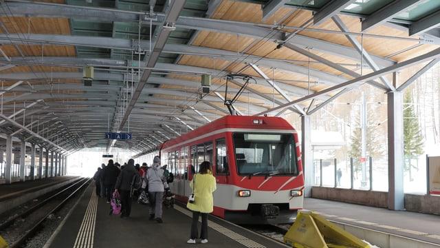 Shutte Zug der Matterhorn Gottahrd Bahn.