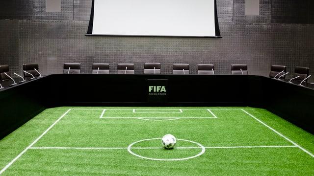 Ina stanza da seduta da la FIFA a Turitg.