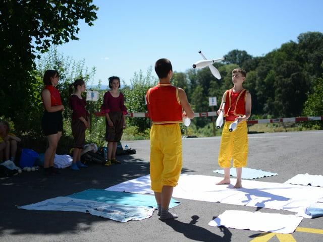 Die jungen Artistinnen und Artisten waren zuerst traurig darüber, dass die Tournee wegen Corona ins Wasser gefallen ist.