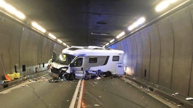 Schwerer Autounfall im Gotthardtunnel