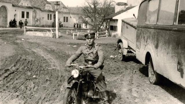 In giuven durant manischar in moped.