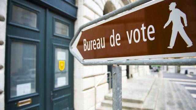 """Schild mit Aufschrift """"Bureau de vote"""""""