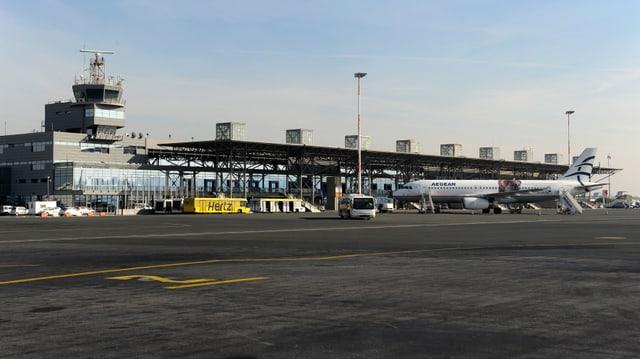 Eine Weitansicht des Flughafens Thessaloniki