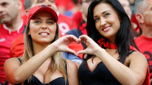 Albanische Supporterinnen an der EURO