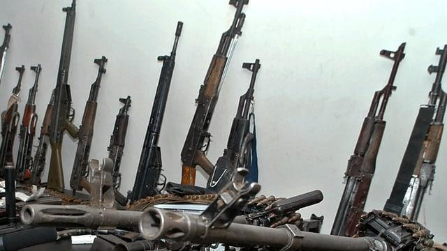 Maletg simbolic: Diversas armas.