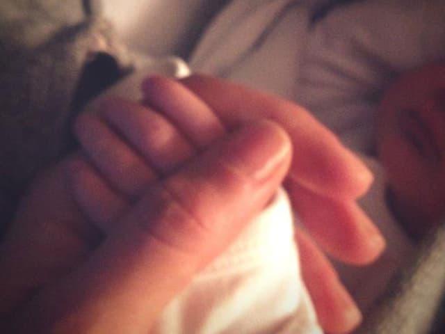 Gisele Bündchen hält das Händchen ihrer kleinen Vivian Lake
