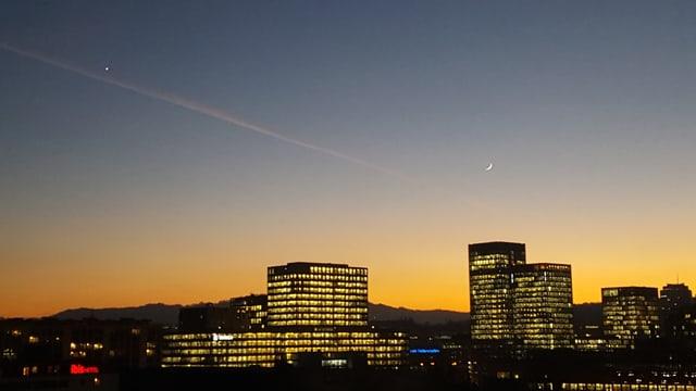 Abendstimmung über den Dächern von Zürich-Nord