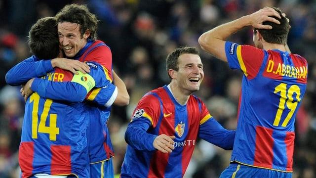 Die Basler Spieler jubeln nach dem Sieg gegen Manchester United 2011