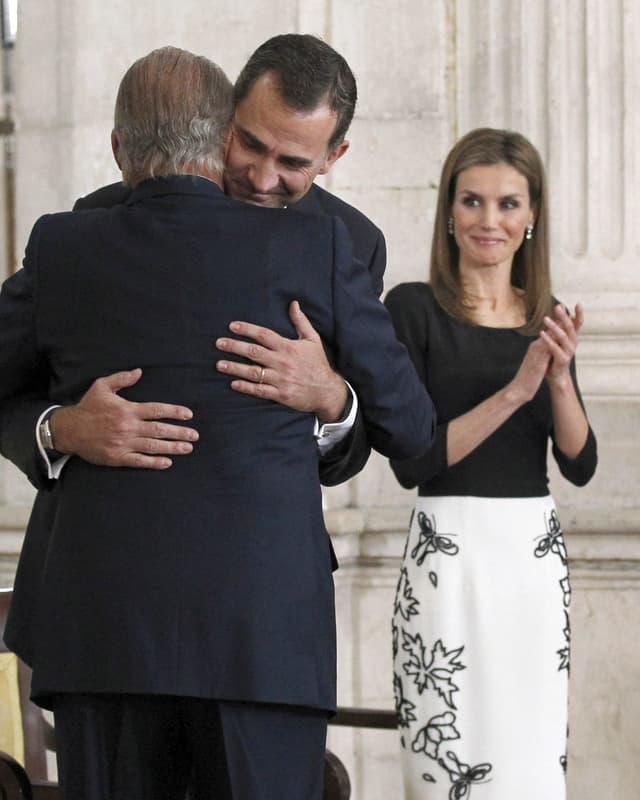 Königin Letizia bei der Unterzeichnung der Abdankung von König Juan Carlos.