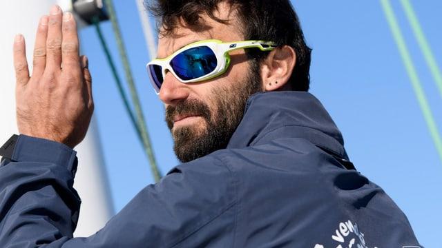 Porträt von Alan Roura mit Sonnenbrille.