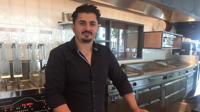 Ali Ayverdi in seinem neusten Kebab-Lokal in Zürich-Wiedikon.
