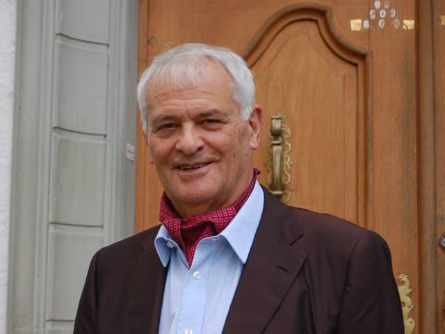 Matthias Steinmann, doppelter Schlossherr, vor Schloss Wyl
