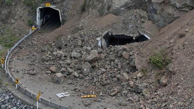 via avant in tunnel è devastada pervi d'ina bova