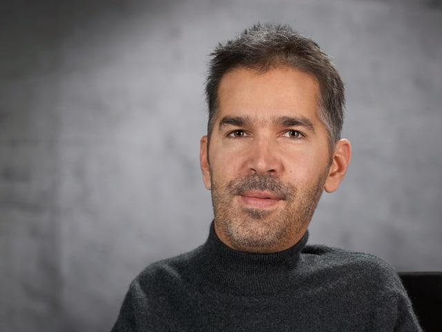 Portraitbild von Julian Heeb.