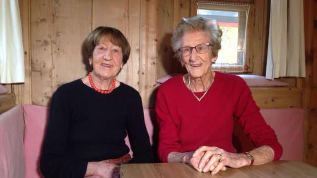 Christina e Maria Godly en la stiva da la Pensiun Chastè a Segl
