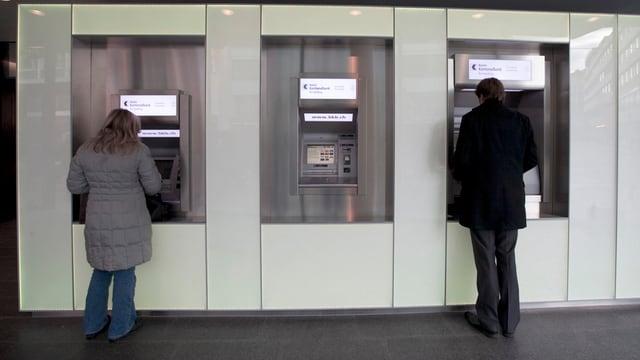 Bankautomaten der Basler Kantonalbank.