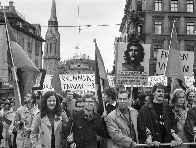 Demonstranten bei einer Kundgebung.